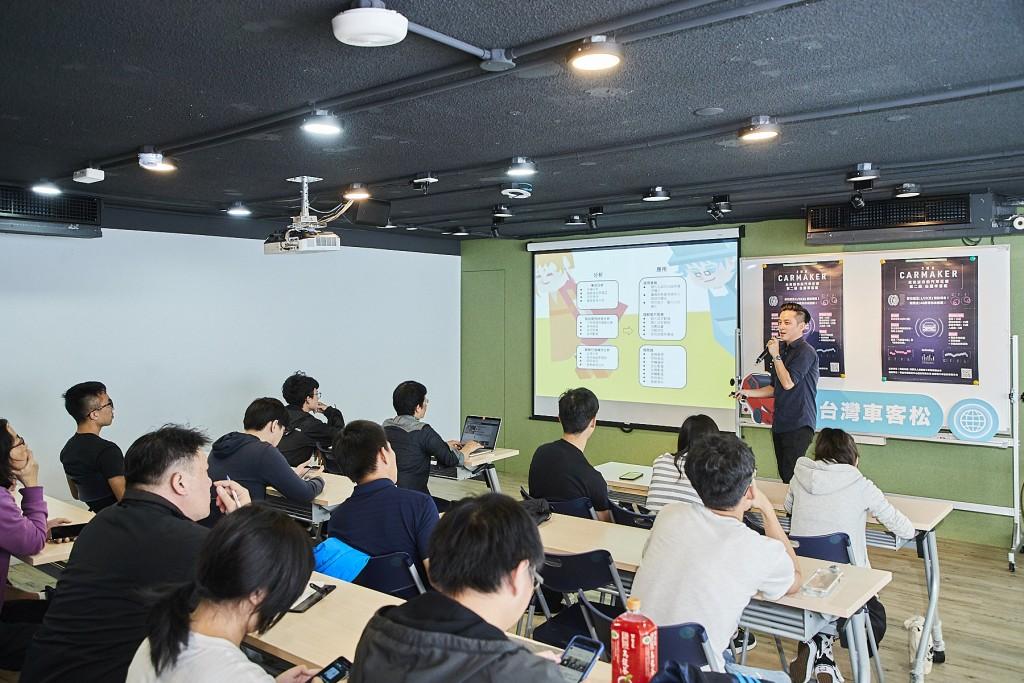 第二屆車客松舉辦說明會_華創導師mike上台分享業界經驗 (裕隆集團提供)