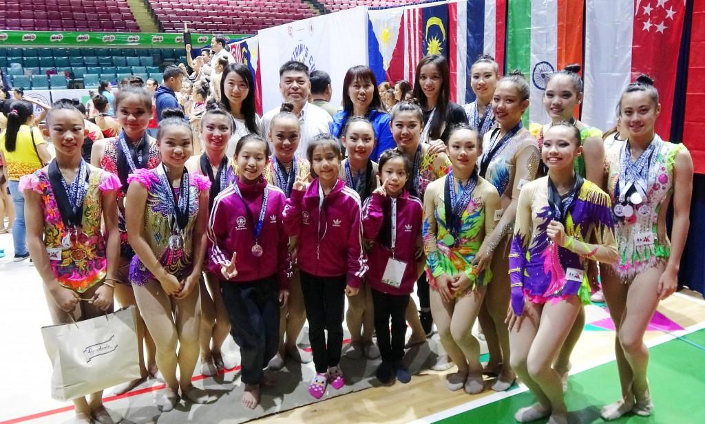 菲律賓第一屆船長盃韻律體操公開賽,由台南市長榮高中和復興國小的16名韻律選手組成台灣隊,在為期兩天的賽事中一共取得49面獎牌,包括5金14...