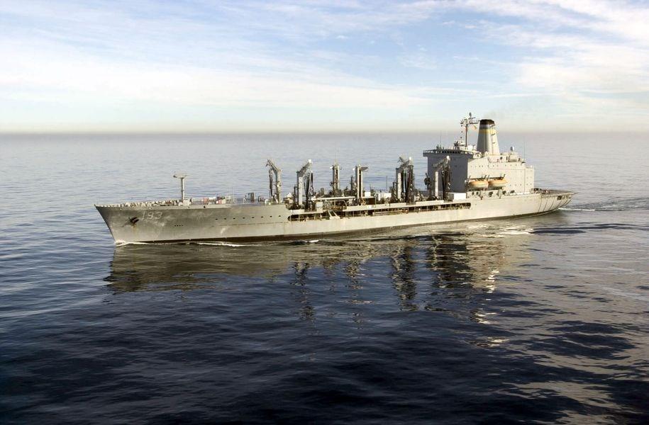 美國飛彈驅逐艦「麥康貝爾號」和補給艦「狄爾號」(圖)24日通過台灣海峽。(圖取自維基百科)