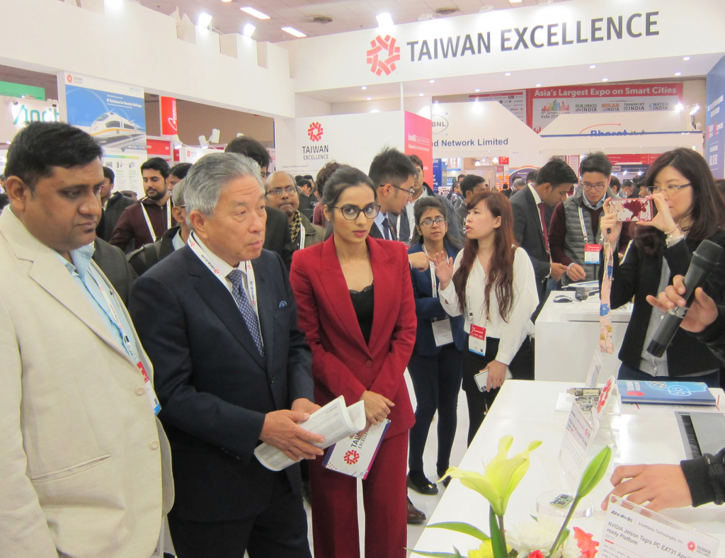 Rep. Tien Chung- Kwang responds to Indian media at the Taiwan Excellence pavillion