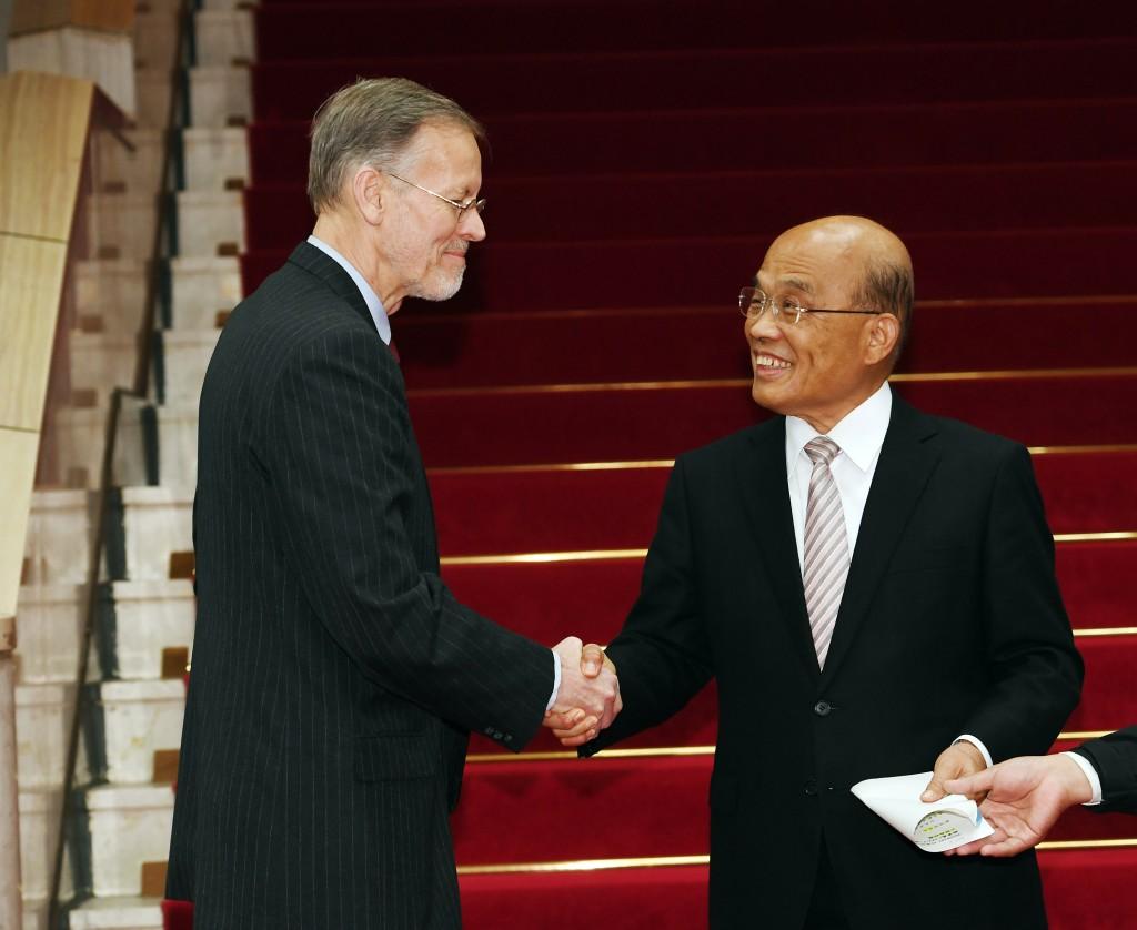 AIT Director William Christensen visits Premier Su Tseng-changat the Executive Yuan on Feb. 1 (Source: CNA)