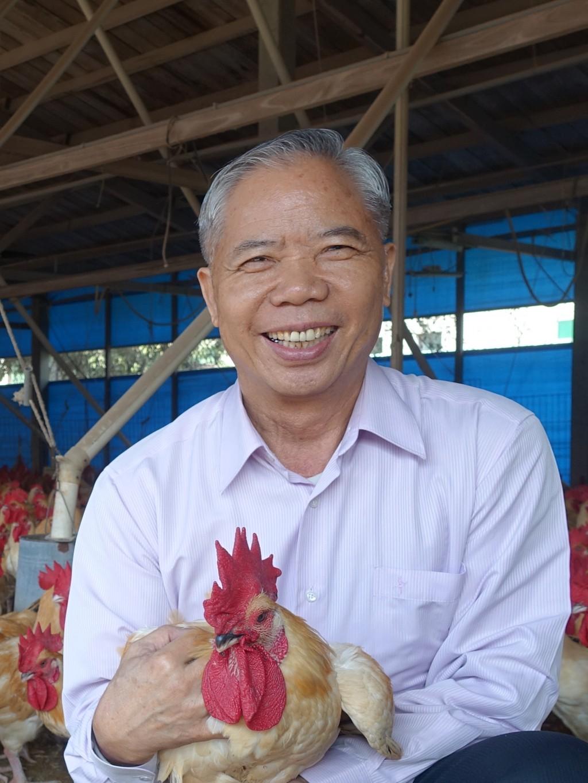 榮獲全國第31屆十大神農獎的凱馨實業董事長鄧進得,素有「台灣土雞王」的美譽。