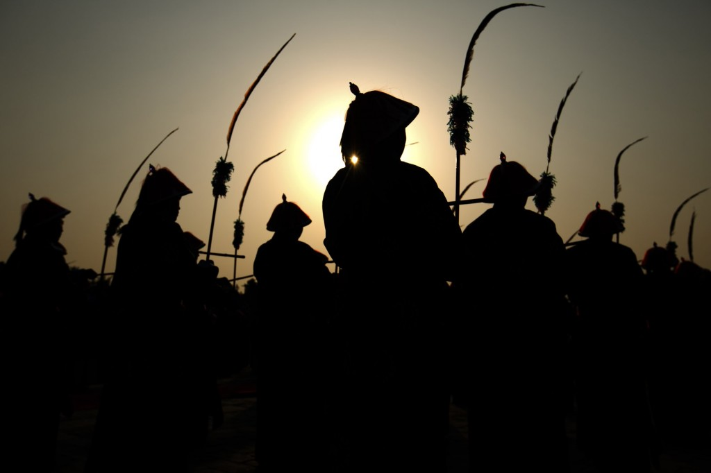 Silhouettes of Qing Dynasty performers in Beijing