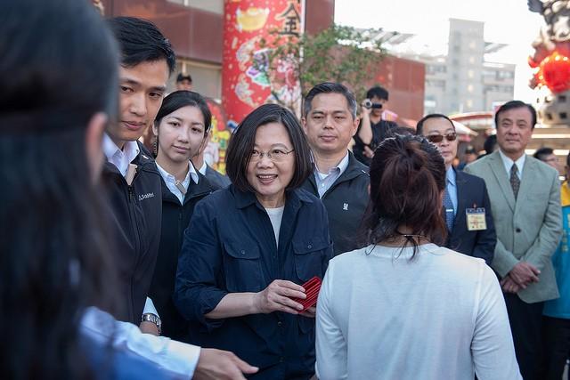 總統蔡英文7日回家鄉屏東發春節福袋(照片來源:總統府提供)