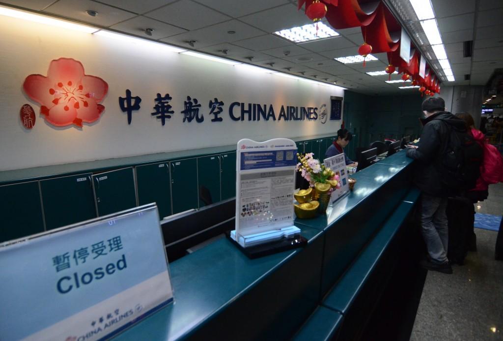 華航機師罷工進入第3天,華航機師罷工人數超過500人,勞資溝通仍陷僵局,明後(11、12)兩日已有部分航班確定取消。