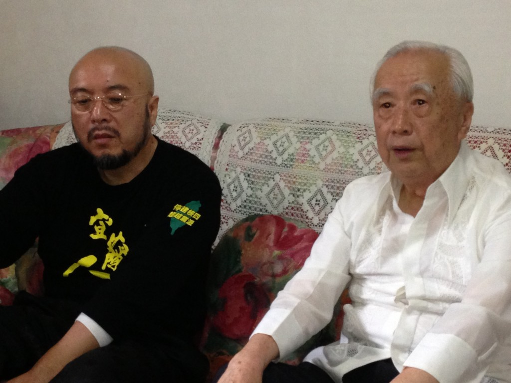 宜蘭人文基會會董事長陳錫南(左)、台灣地質學家周瑞燉(右)。(照片由陳錫南提供)