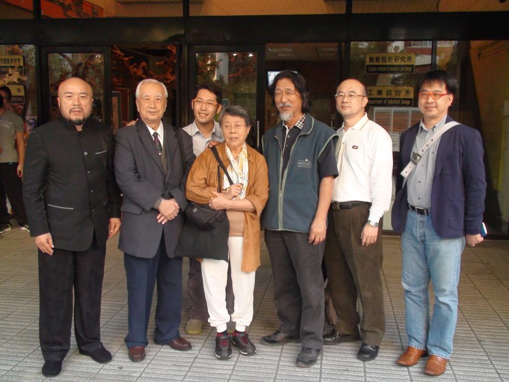 台灣地質學家周瑞燉(左二)。(照片由宜蘭人文基金會董事長陳錫南提供)