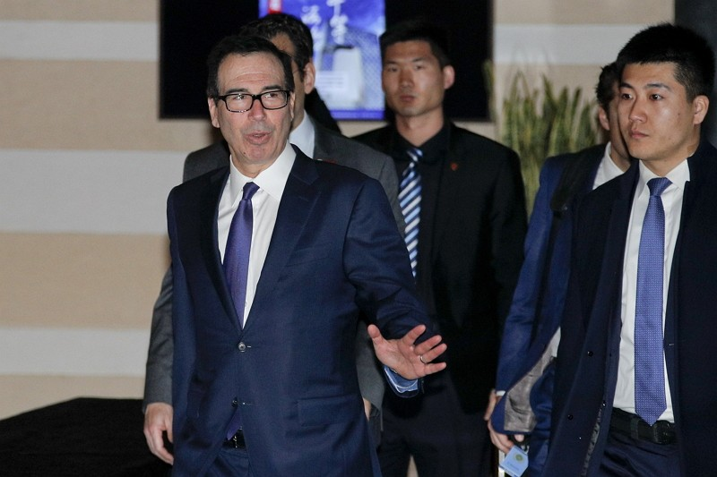 U.S. Treasury Secretary Steven Mnuchin  leaves a hotel to attend a new round of high-level trade talks with Chinese officials.(AP)