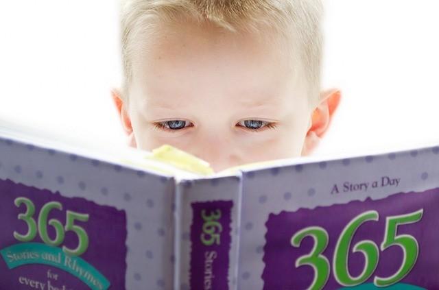 有近視的學童近距離用眼時間大於180分鐘者,占70.2%,無近視的學童近距離用眼時間大於180分鐘者,只有35.6%。(圖/pixabay...