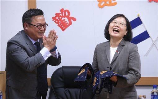 President Tsai Ing-wen (right)