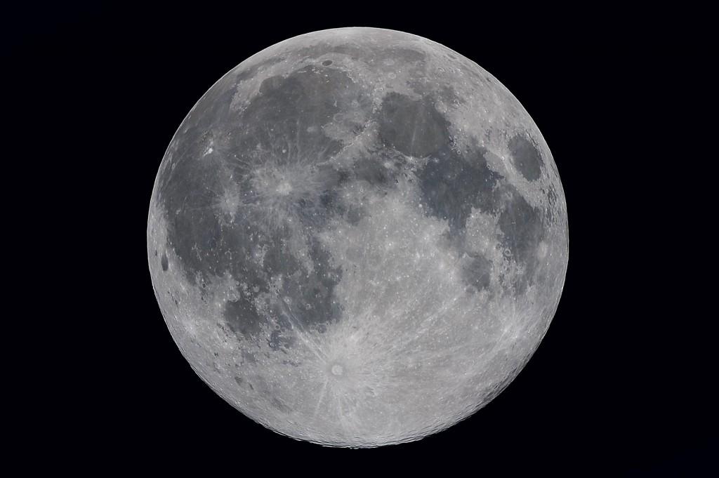 北市天文科學教育館指出,元宵節遇上最大滿月更是百年難得的巧合,為20世紀以來首見,下次得等到2081年!。(圖/臺北市立天文科學教育館)