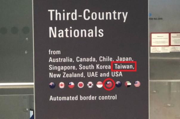 """""""Taiwan"""" and Taiwan flag return to signboard."""