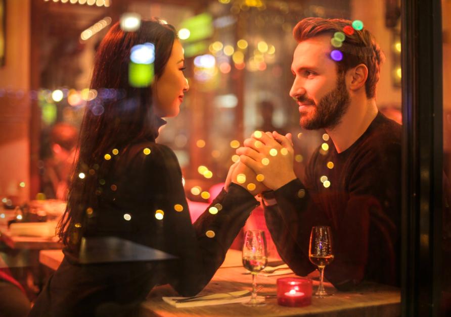 還在為約會誰付錢尷尬嗎?(圖/pexels)