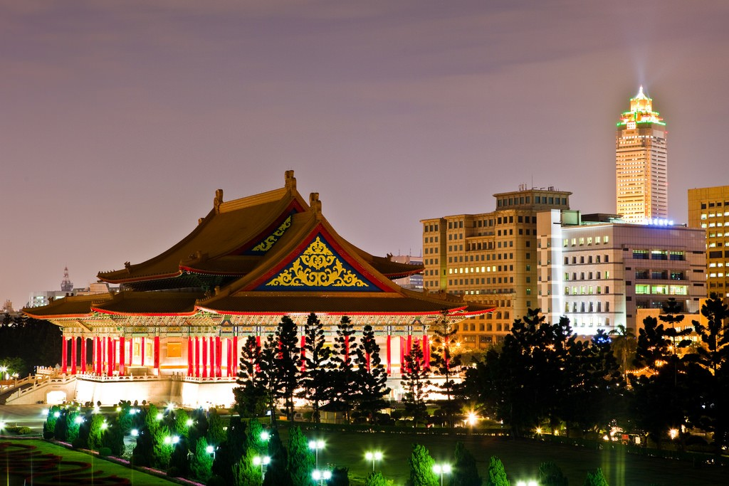 Taiwan National Concert Hall at night (Flickr/LH Wong)