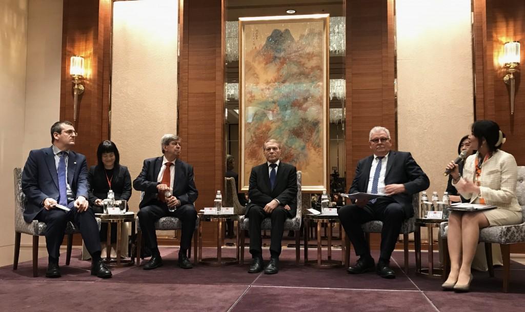 歐洲議會議員蒲睿達(左前起)、庫侃、前議員亞森柏及歐洲議會友臺小組主席朗根