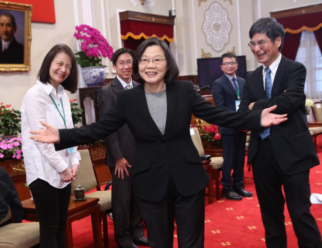 Tsai received the representatives at the Presidential Office