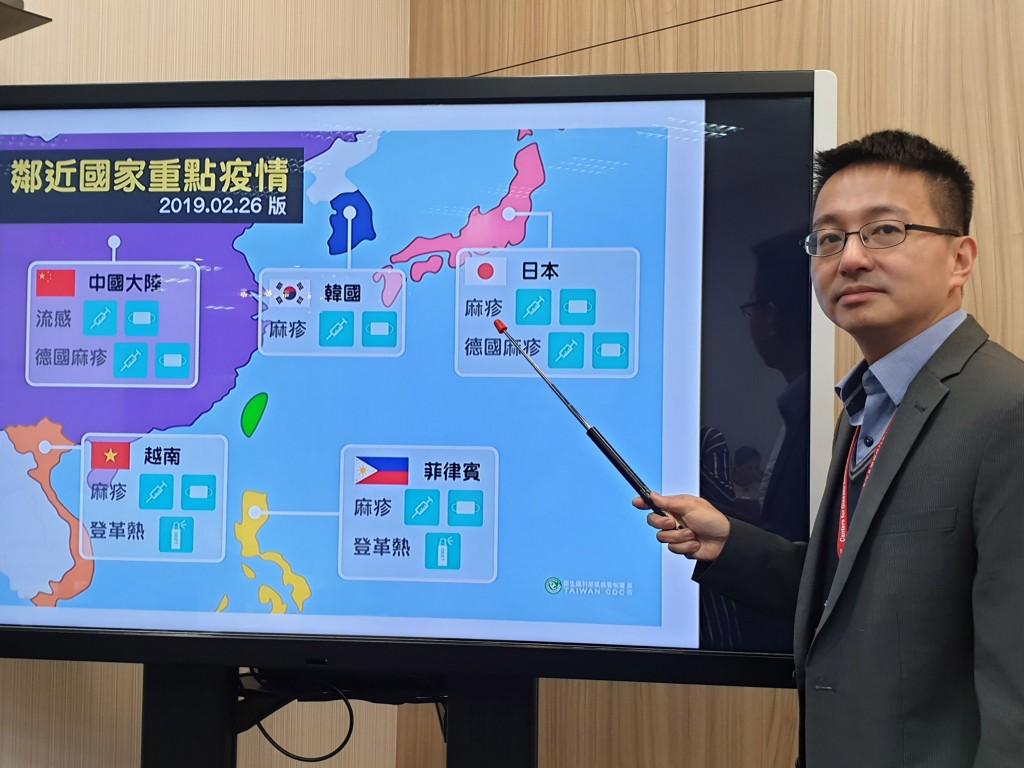 衛生福利部疾病管制署副署長羅一鈞26日下午在疫情週報時說明台灣鄰近國家重點疫情,呼籲民眾二二八連假如規劃出國旅遊,應提前做好準備。