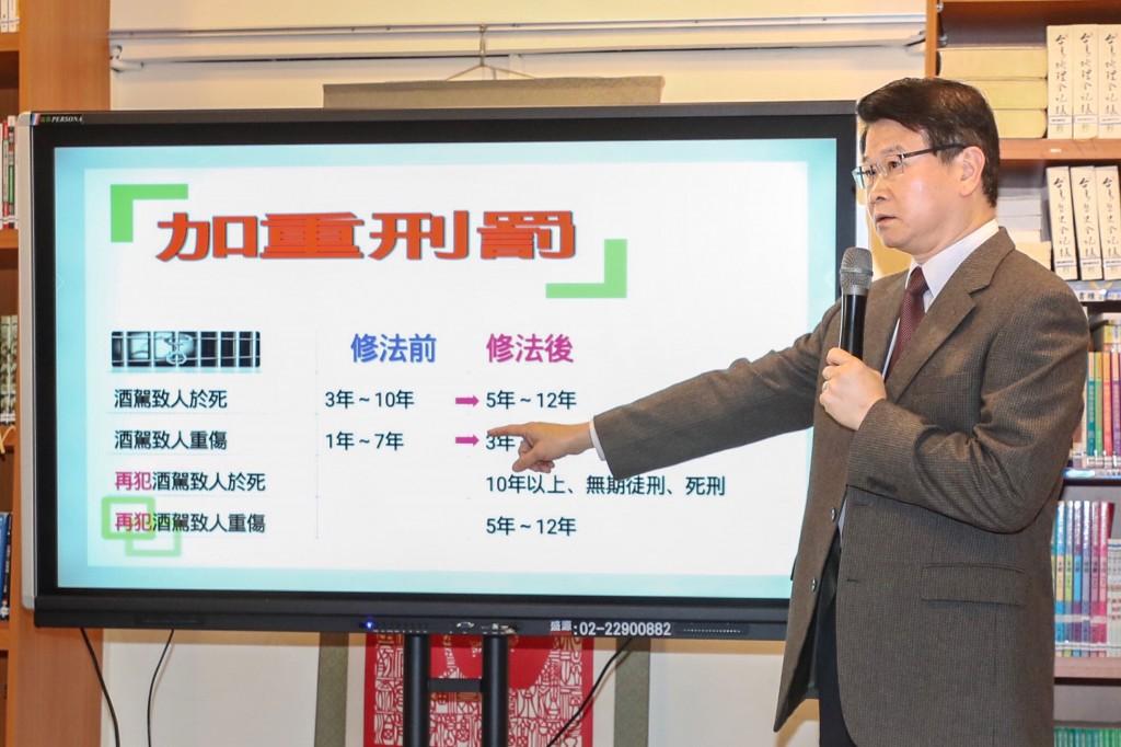 法務部27日在台北舉行記者會,法務部檢察司司長王俊力(圖)說明酒駕政策規劃。