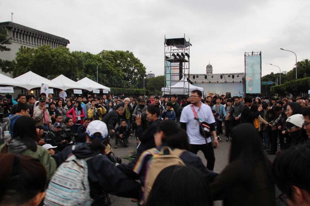 Taiwan remembers 228 victims at music concert in Taipei