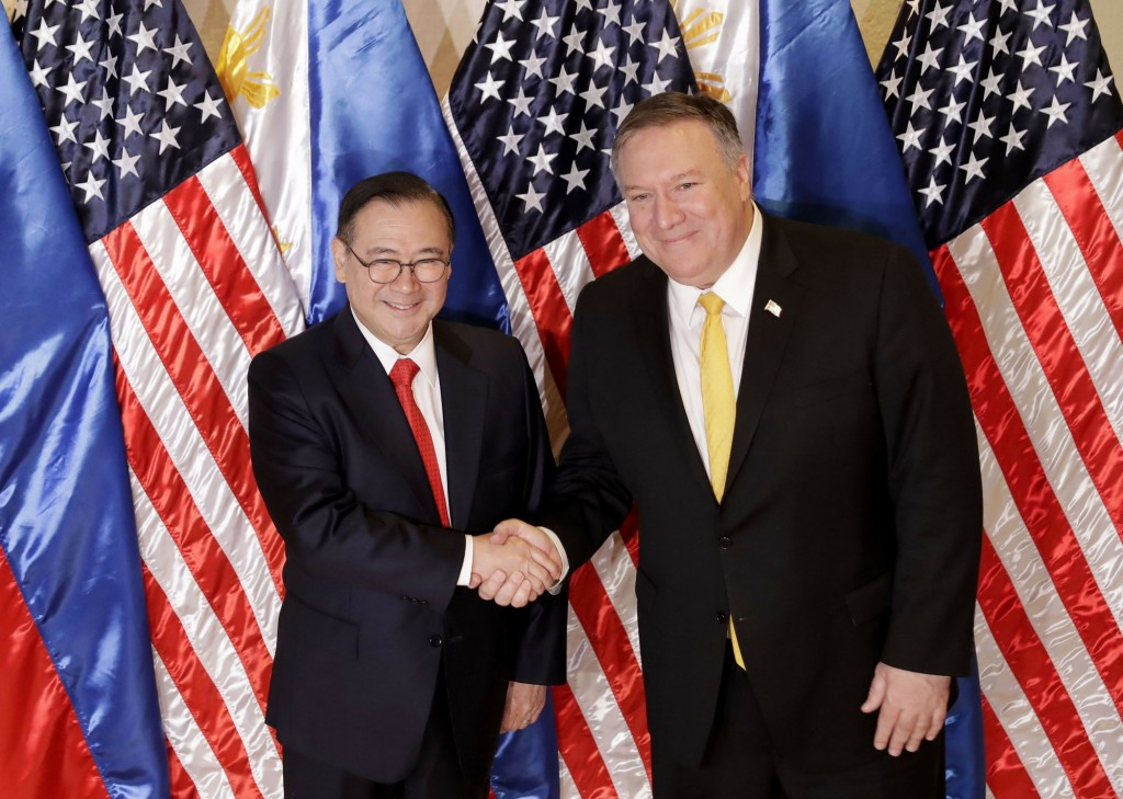 Philippine Foreign Affairs Secretary Teodoro Locsin Jr. (left) and U.S. Secretary of State Mike Pompeo in the Philippines Friday.