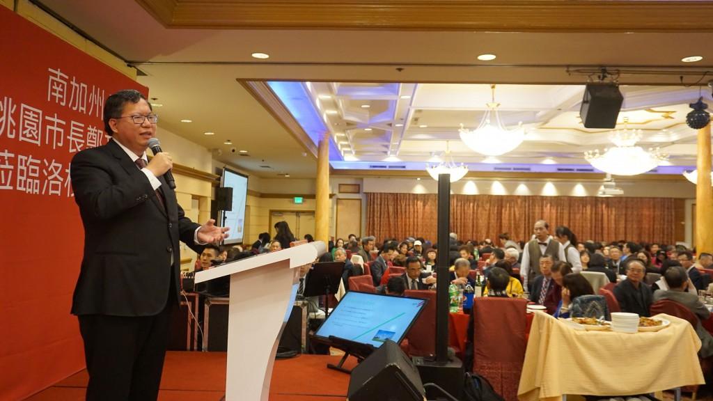 桃園市長鄭文燦訪問美國,當地時間1日晚間出席僑宴展現高人氣(照片來源:中央社提供)