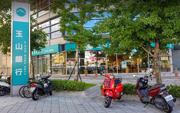 E.Sun Bank, Banqiao branch (Google Image)