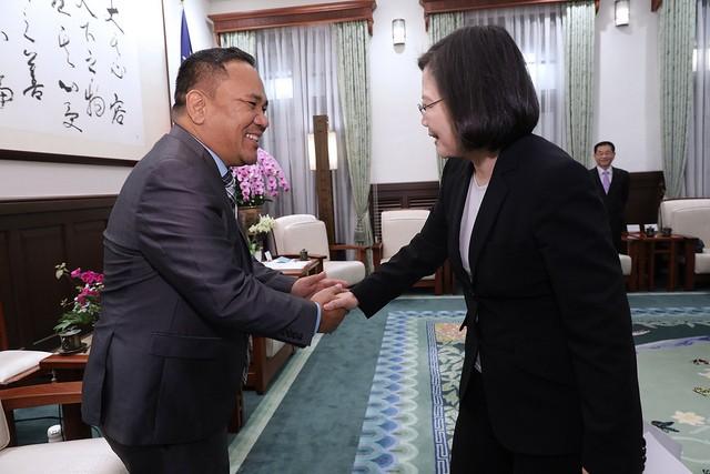 總統蔡英文4日接見友邦馬紹爾群島國會議長凱迪訪問團(照片來源:總統府提供)