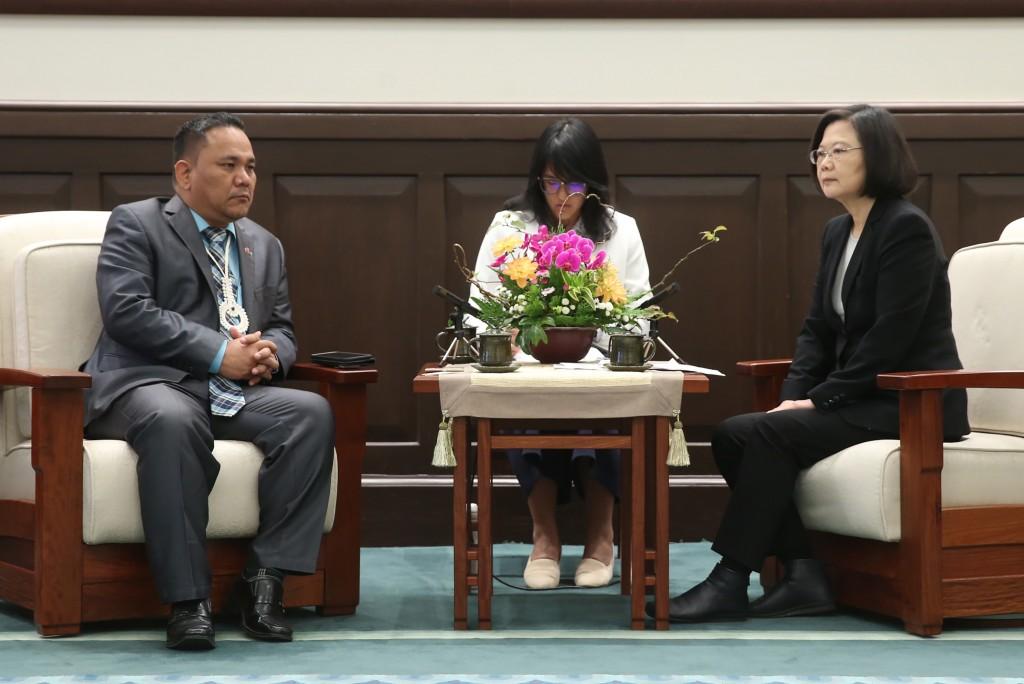 Tsai Ing-wen with Kenneth Kedi (left)