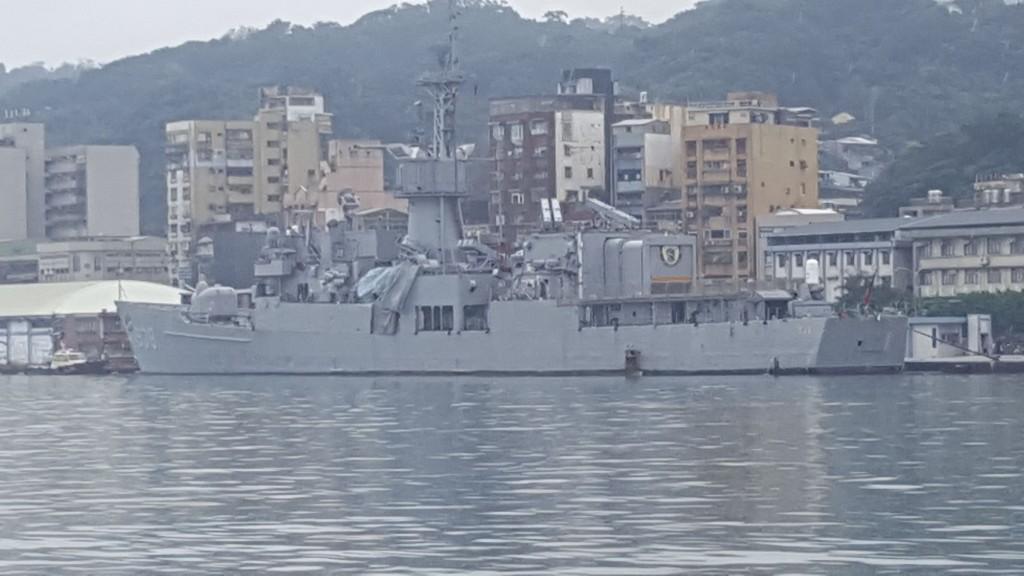 化學商船薩瑪號(NCC SAMA)9日凌晨駛入基隆港停靠西16碼頭時,不慎在東5碼頭碰撞編號938寧陽軍艦