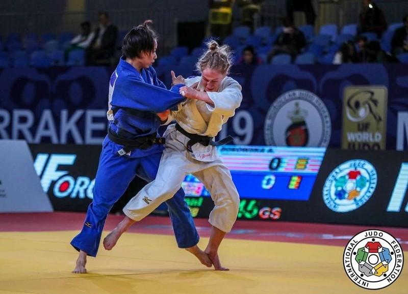 連珍羚(左)9日擊敗波蘭女將波羅絲卡,在摩洛哥柔道大獎賽女子57公斤級摘金。(取自世界柔道聯盟官網)