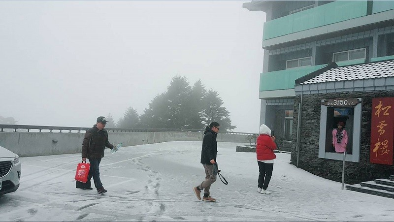 【快訊】合歡山降大規模冰霰 翠峰到大禹嶺公路夜間封閉