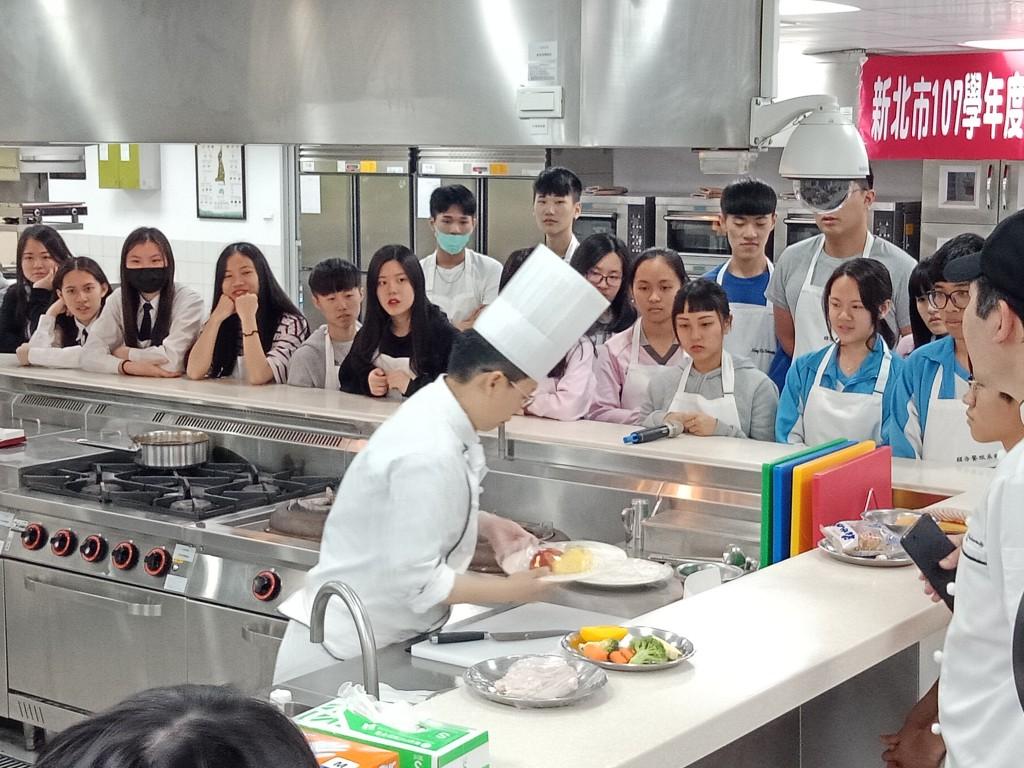 學生職場英語體驗 (新北市政府教育局提供)
