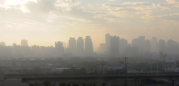 A smoggy Taichung skyline. (Image from flickr user Justin Chong)