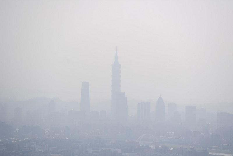 Polluted Taipei skyline.