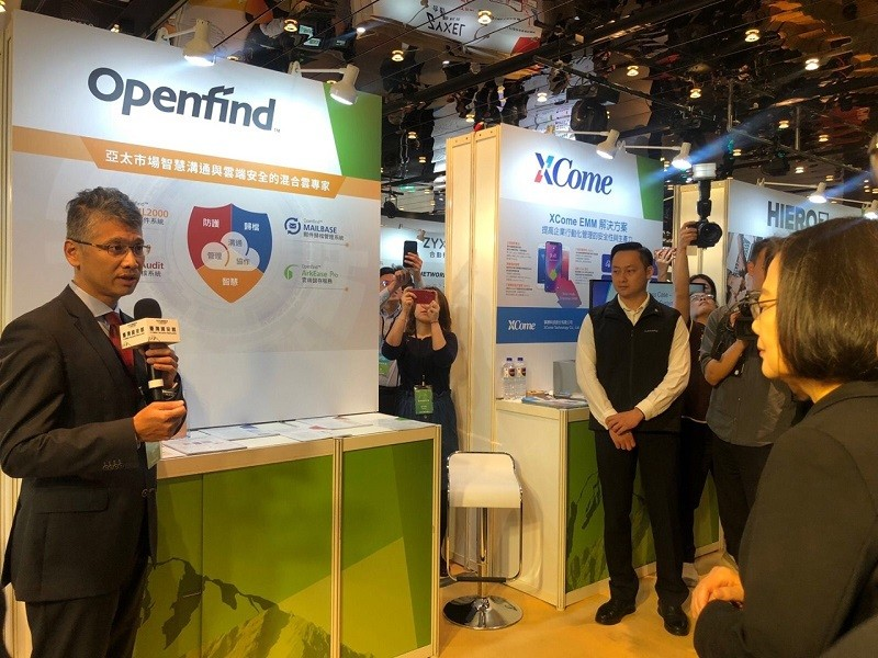 President Tsai Ing-wen visits cyber security companies at CyberTaiwan Pavilion at CYBERSEC 2019 in Taipei