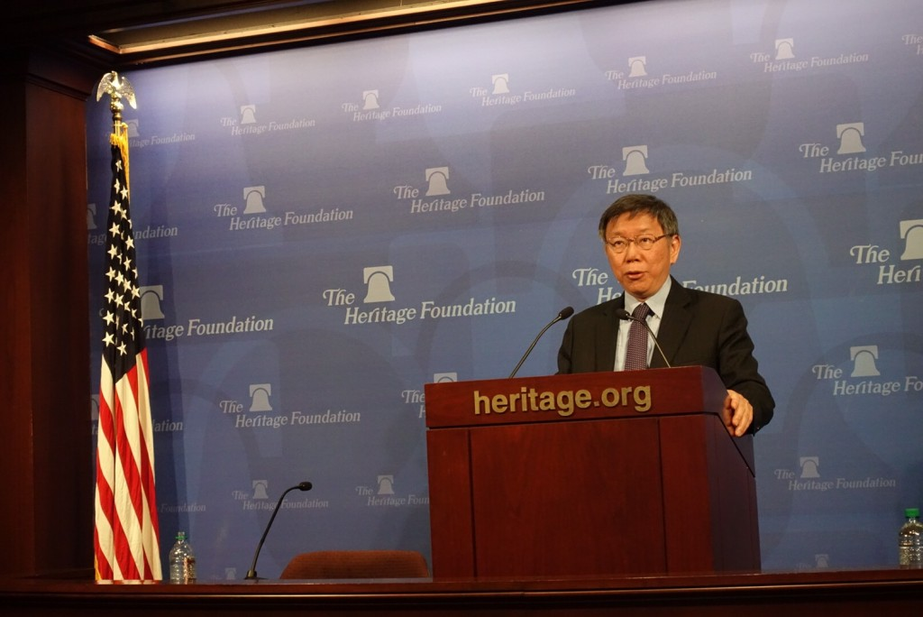 台北市長柯文哲美國時間20日上午在傳統基金會演說,接受提問...