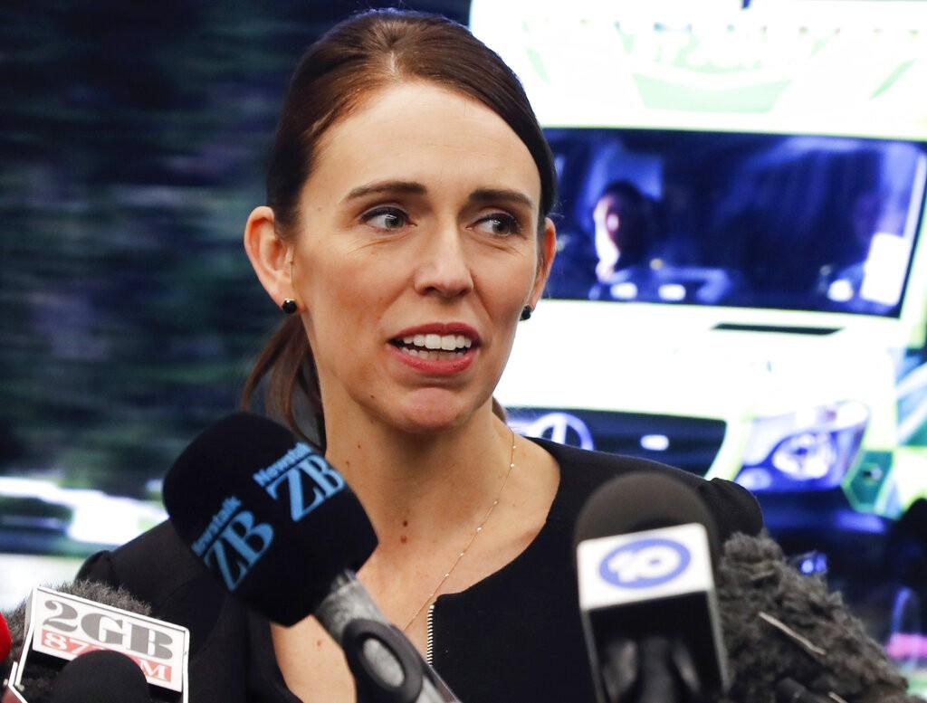 紐西蘭總理阿爾登宣布,紐西蘭禁止販售攻擊步槍與半自動武器,禁令立即生效。(圖/美聯社)