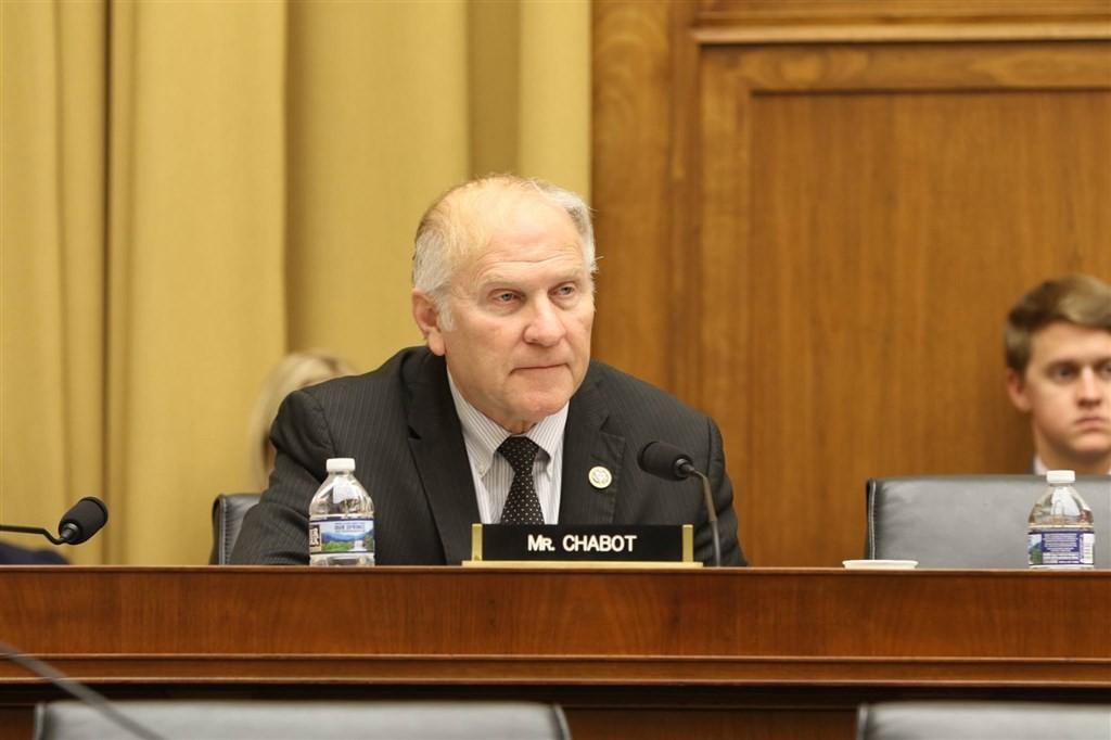 美國聯邦眾議員夏波(前)21日提出一項決議案,表示美國的一中政策不等同於中國的一中原則,國會認為美國政府應挑戰中國主張的一中原則。(圖取自