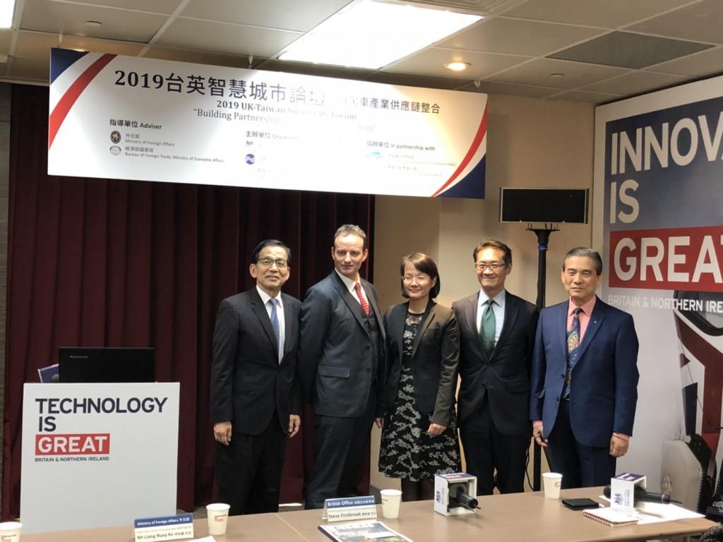 中華民國國際經濟合作協會與英國在台辦事處共同辦理台英智慧城市論壇,會後論壇大合照。