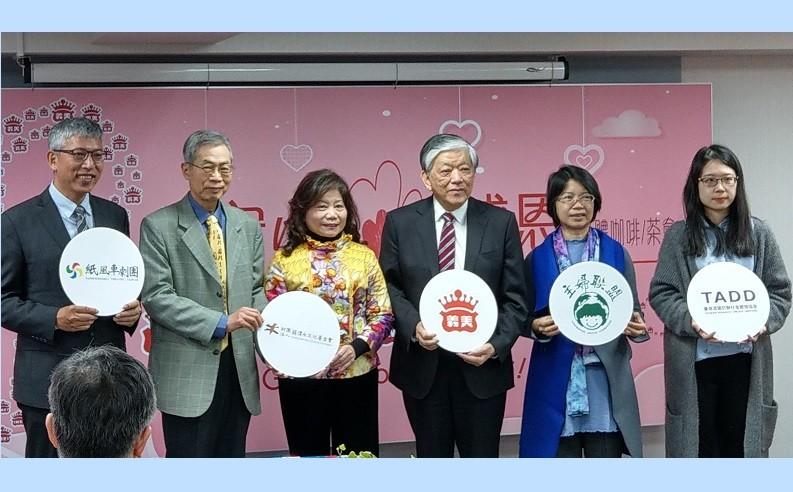 義美總經理高志眀(右三)與年度企業夥伴之合照。(圖/台灣英文新聞)