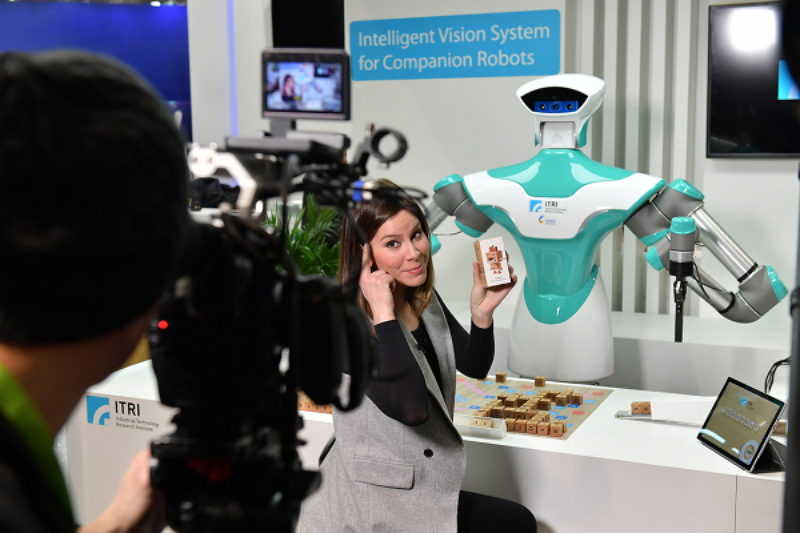 Taiwan-developed AI robot showcased in CES 2018 (Photo/ITRI)