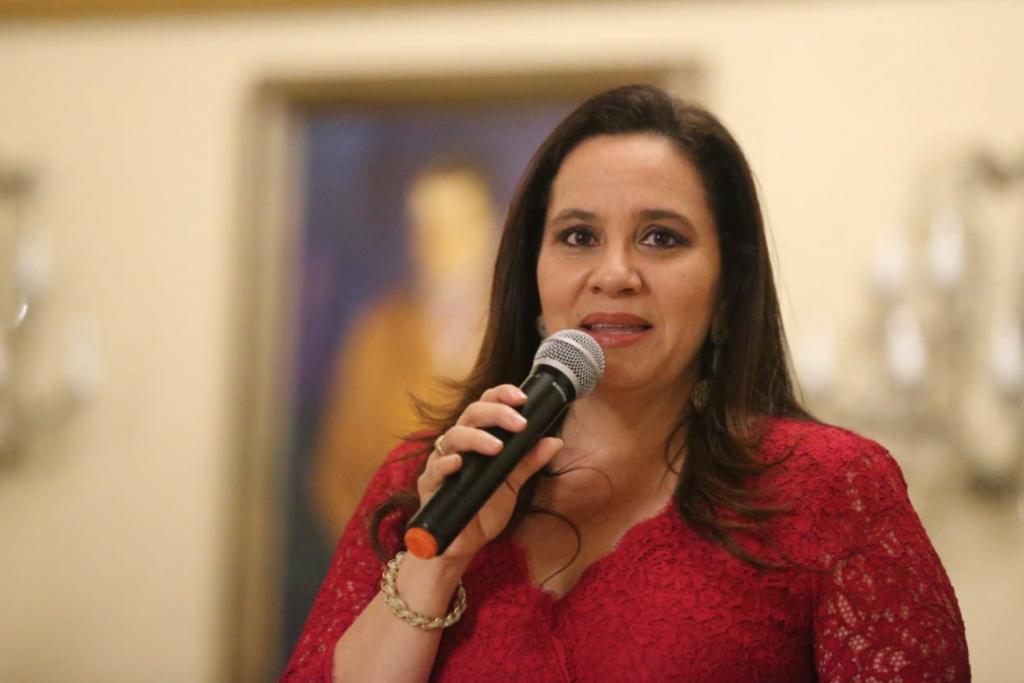 宏都拉斯第一夫人葉安娜(Ana García de Hernández)(照片截取自Twitter: https://goo.gl/hCe