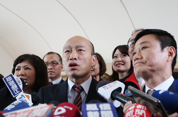 Mayor Han Kuo-yu speaks to press, March 29