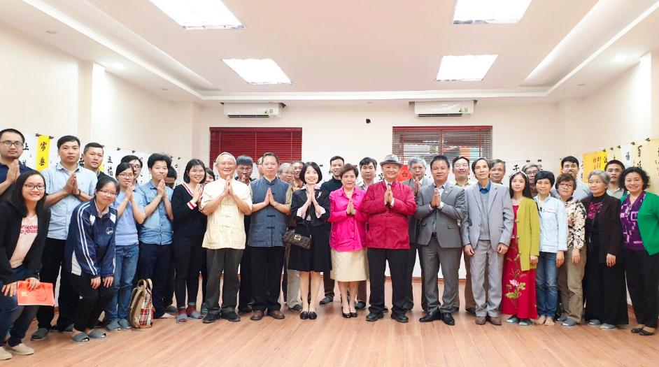 潘慶忠教授及全體學員合影(照片由駐越南台北經濟文化辦事處提供)