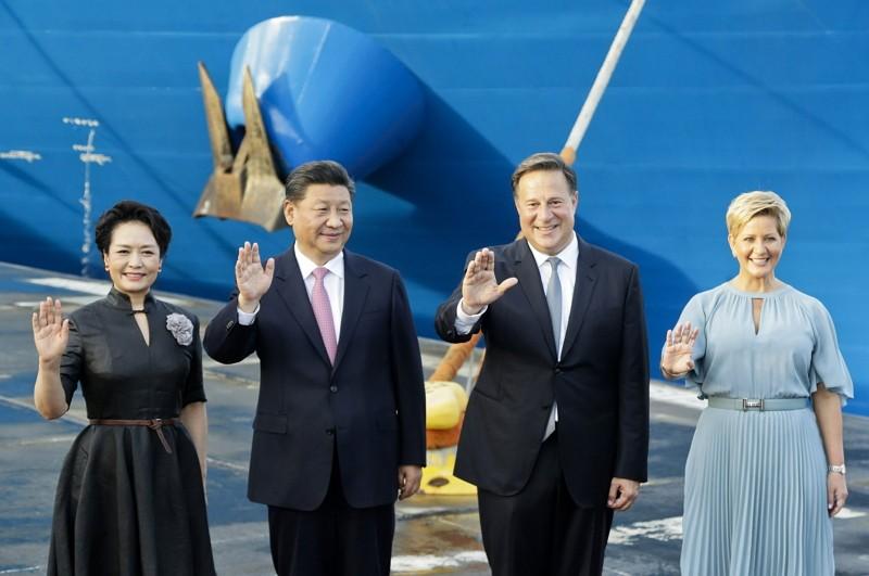 中國主席習近平與巴拿馬總統瓦雷拉(中間二位)(美聯社)