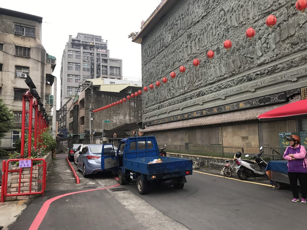 The stolen truck at the scene of the accident in Hsinchu City.