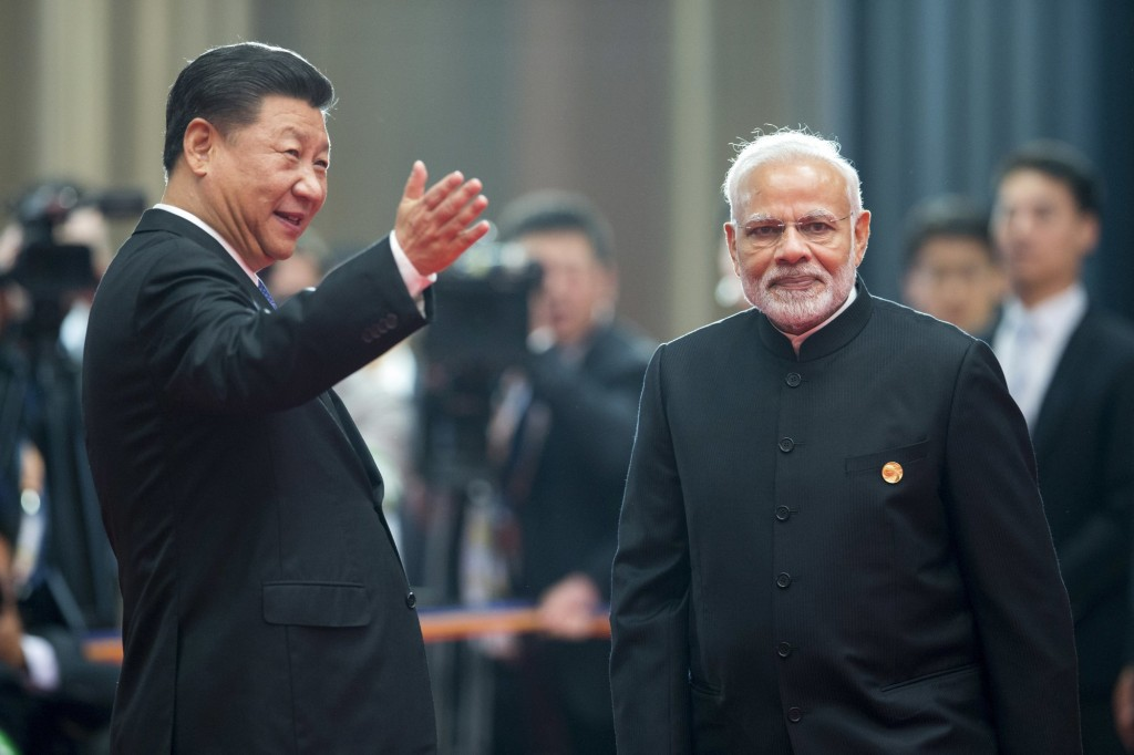 Chinese President Xi Jinping (left) with Indian Prime Minister Narendra Modi (right)