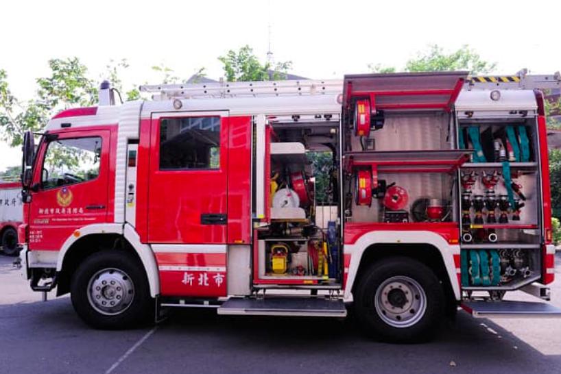 交通部長林佳龍表示,將購CAFS水箱消防車提升雪隧救災量(圖/林佳龍臉書)