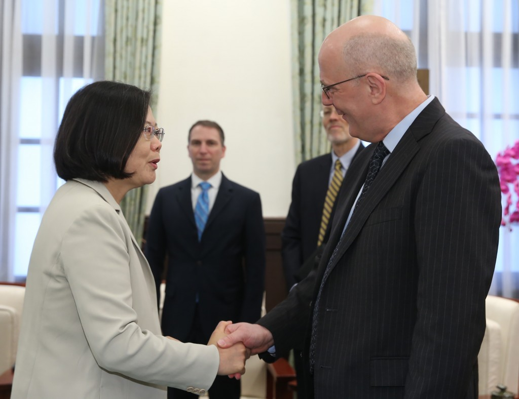 President Tsai Ing-wen meets with David Meale, deputy assistant secretary of U.S. State Department for Trade Policy and Negotiations (Source: CNA)