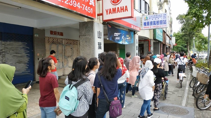 Indonesian voters line up at a polling station near the Taipei Grand Mosque